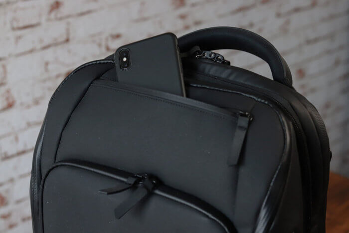 Nomatic Travel Pack - Oberes Fach iPhone