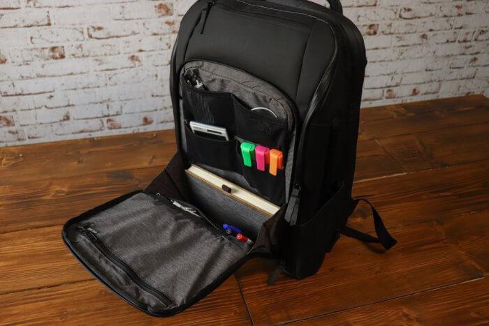 Nomatic Travel Pack - Vorderes Fach mit Inhalt