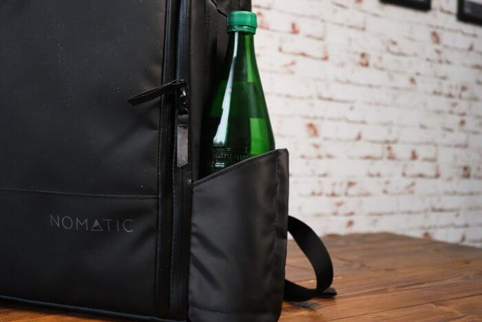 Nomatic Travel Pack - Wasserflaschen Halterung