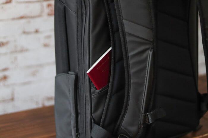 Nomatic Travel Pack - verstecktes Fach